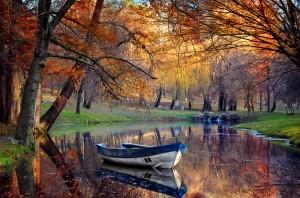 shutterstock_100419445 boat on lake